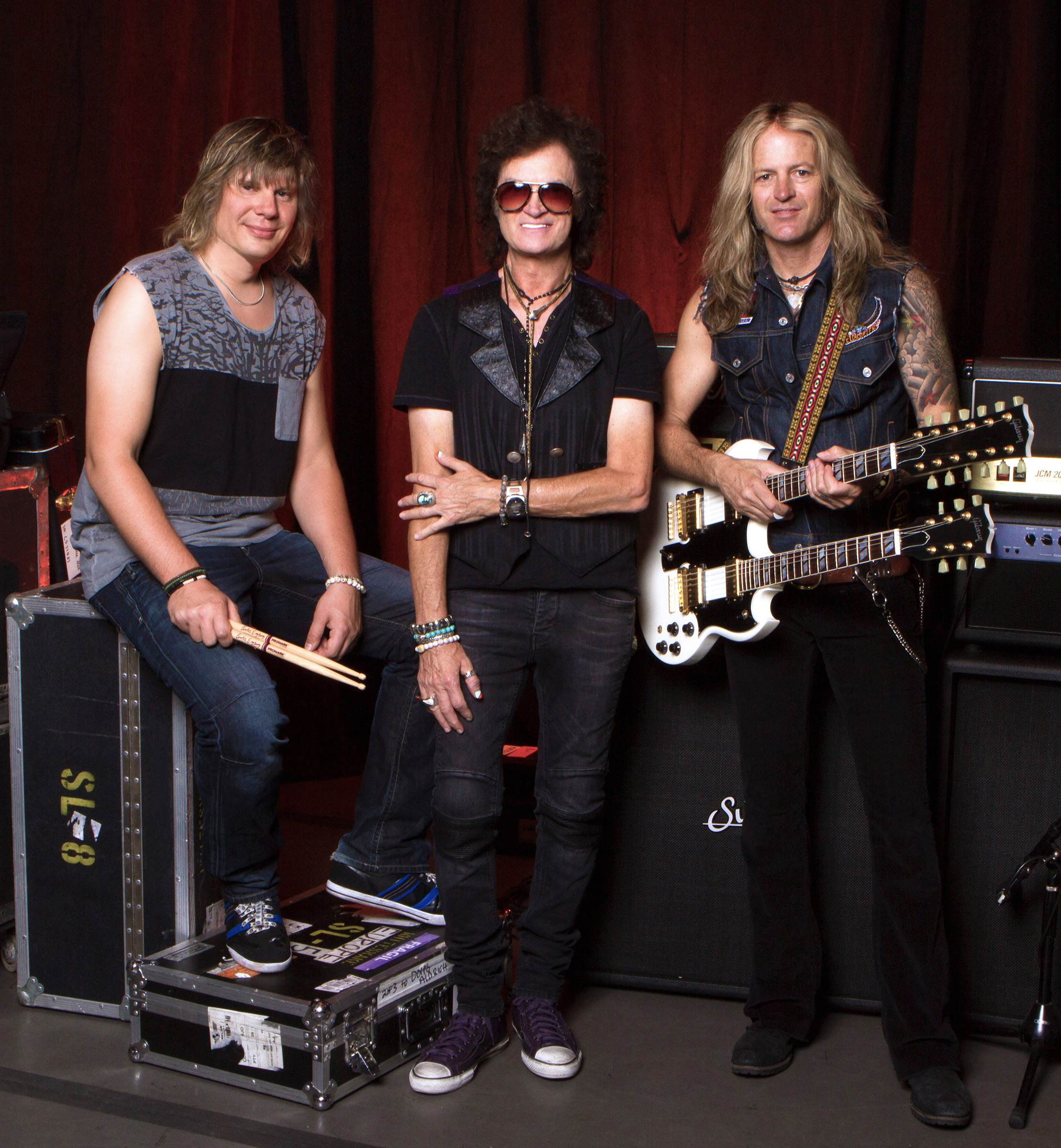 Glenn Hughes unveils official photo of new band