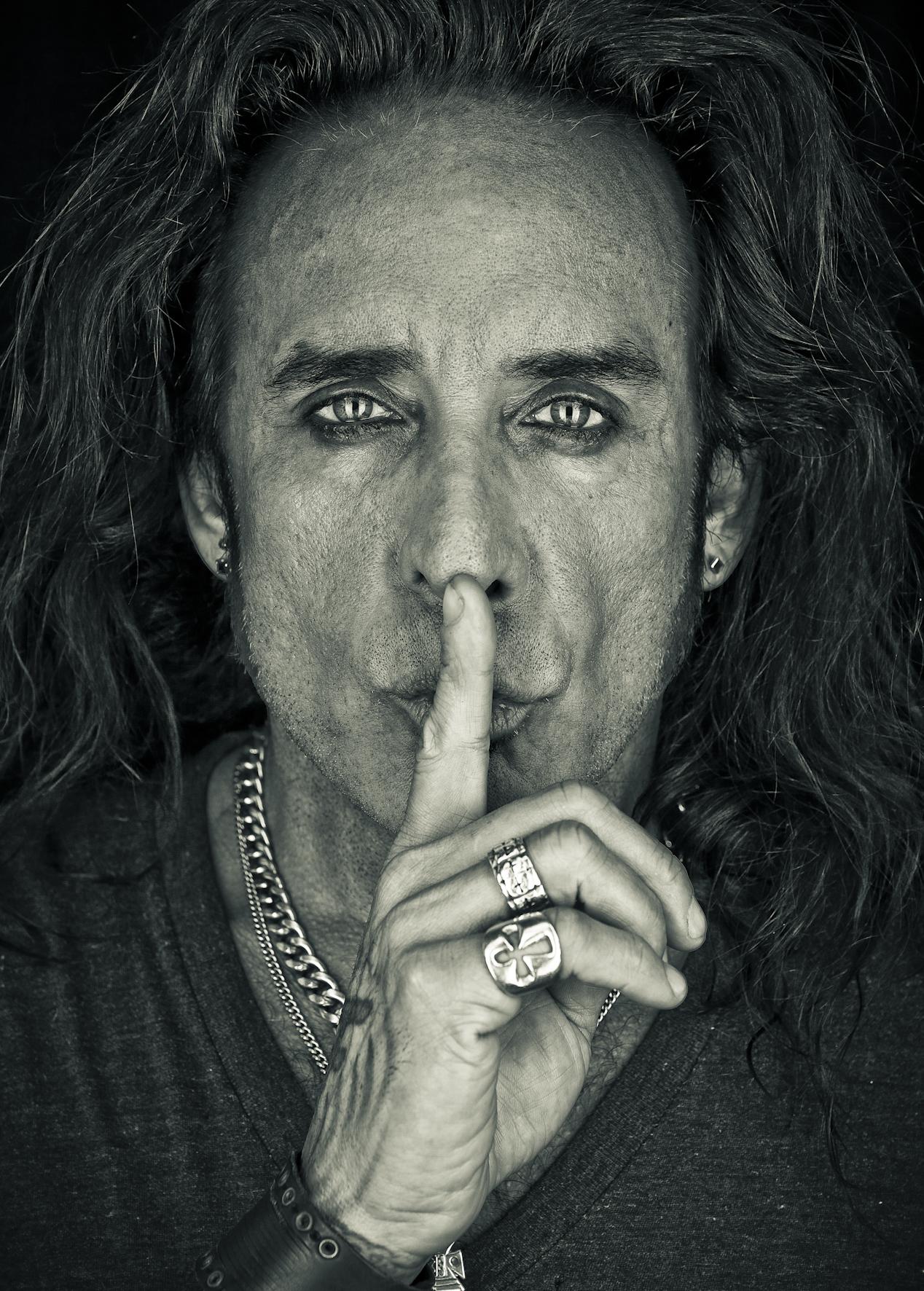 Marco Mendoza (The Dead Daises & Thin Lizzy) – Interview