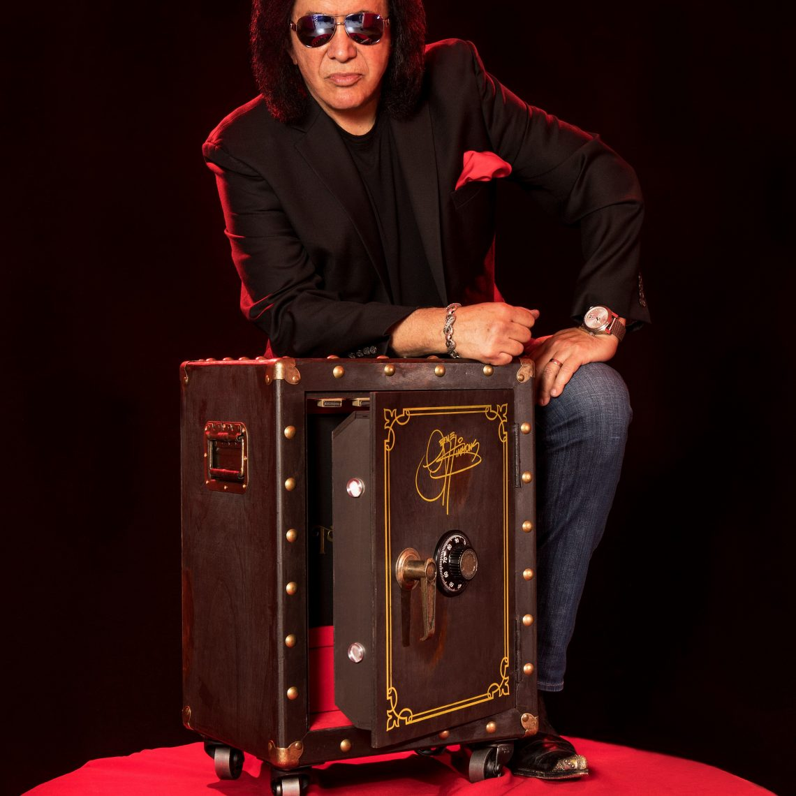 "GENE SIMMONS ROCK LEGEND AND MEDIA MOGUL TO CELEBRATE 50 YEARS IN ROCK WITH ""THE VAULT EXPERIENCE"""