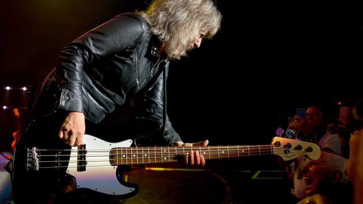 "SUZI QUATRO releases new album ""The Devil In Me"" in March!"