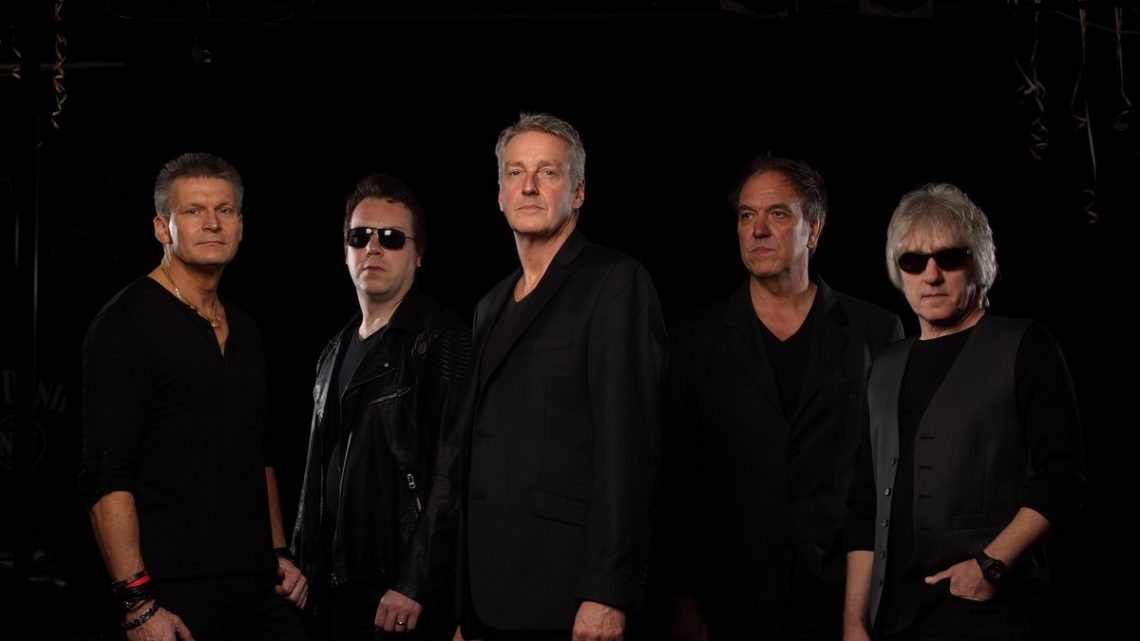 FM : 'Tough It Out Live' – 30th Anniversary live outing for second album by UK melodic rock giants / out 09.04.21 (Frontiers)